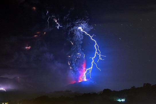 Volcán Calbuco (Abril 2015). Fuente: ATP